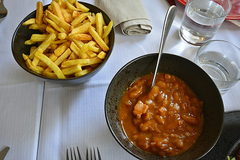 Ljubljana BBQ restaurant Kralj Žara, french fries and beans
